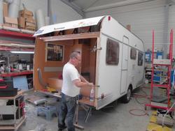 atelier de r paration d 39 entretien et de pose d 39 accessoires pour camping cars et caravanes en. Black Bedroom Furniture Sets. Home Design Ideas