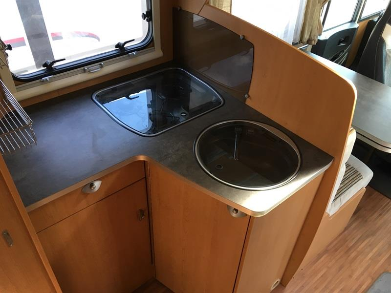 rapido 690 f camping car profil neuf gallois oise. Black Bedroom Furniture Sets. Home Design Ideas
